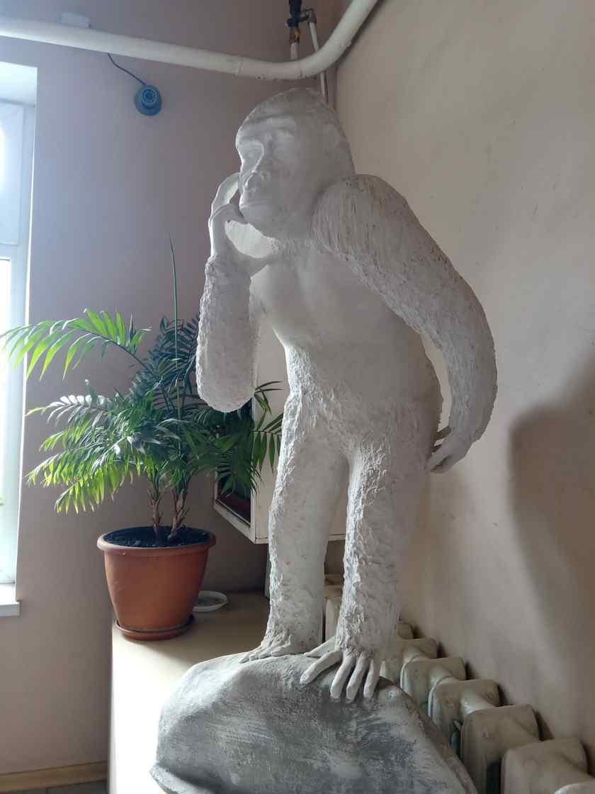 Декоративные статуи в офисе