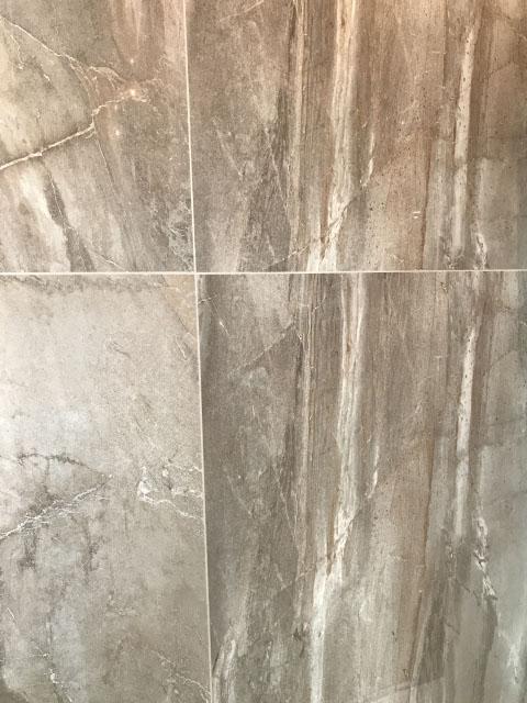 преимущества мраморной плитки в ванной