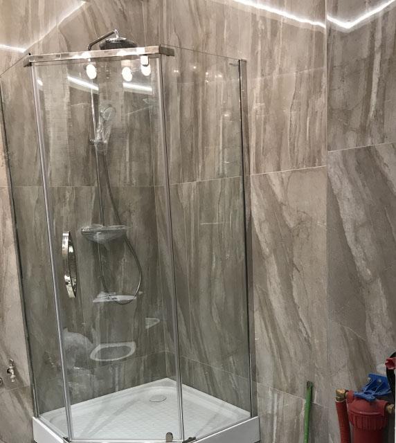 мраморная плитка в ванной - выбор фактуры и размера