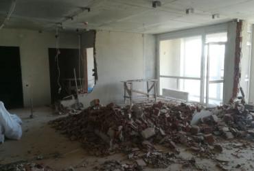 Демонтаж цегляної стіни