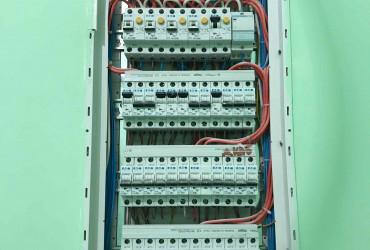 Монтаж електропроводки і освітлення